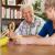 Pomoce terapeutyczne – jak zadbać o naszych seniorów?